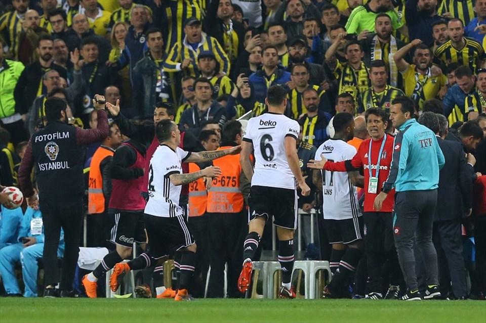 Koridorda neler yaşandı? İşte Aykut Kocaman ve Ahmet Nur Çebi'nin diyaloğu...