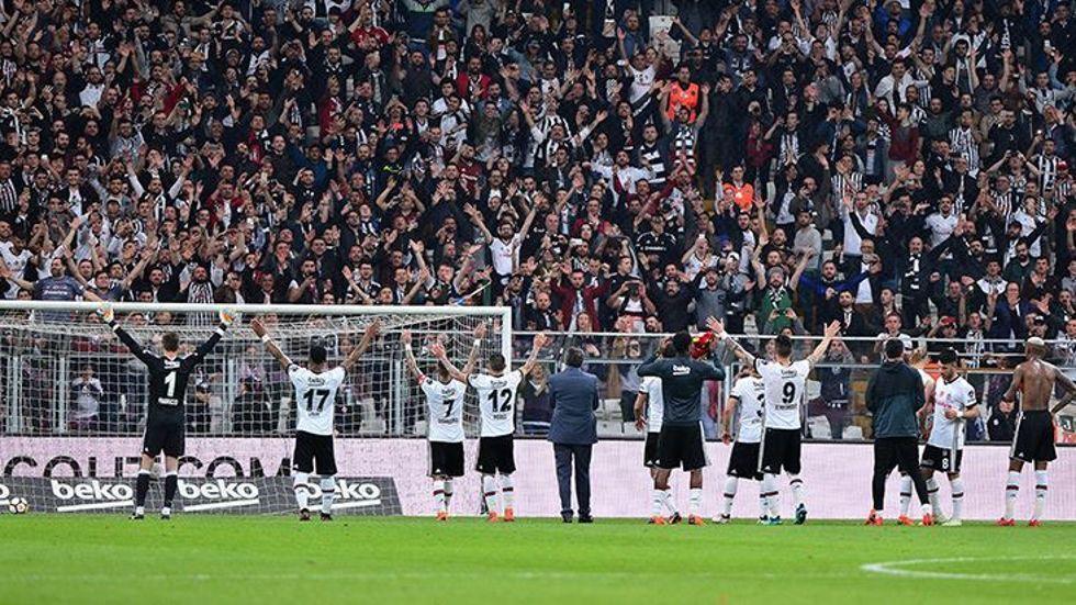 Maçın ardından taraftarlar takımı bağrına bastı!
