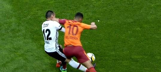 beIN Sports yorumcularına göre, Galatasaray'ın 1 kırmızı kartı ve 2 sarı kartı verilmedi!