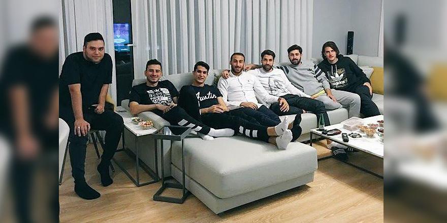 Beşiktaşlı futbolcular derbiyi birlikte izledi