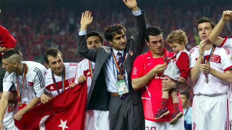 TARİHTE BUGÜN   Şenol Güneş'in çalıştırdığı Türkiye, Dünya üçüncüsü oldu!
