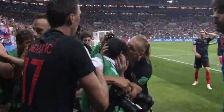 Hırvatistan'ın ilginç gol sevinci! Vida kameramanı öptü... İşte o anlar