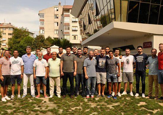 Beşiktaş Mogaz oyuncuları sezon açılış yemeğinde buluştu