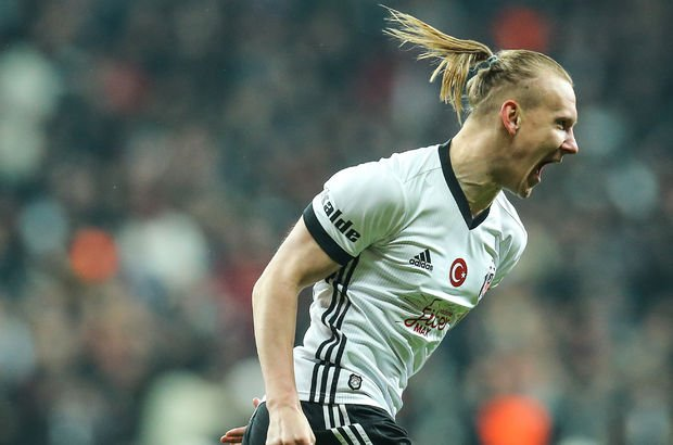 Beşiktaş'ta yönetim Domagoj Vida için resmi teklif bekliyor