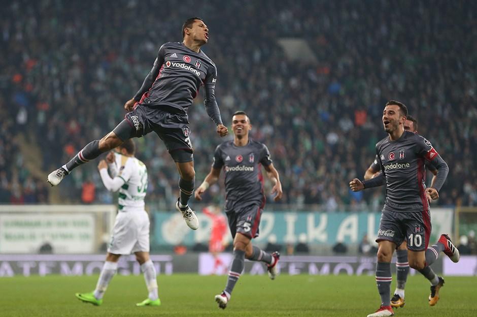 Beşiktaş ile Barcelona arasında Adriano mentionlaşması