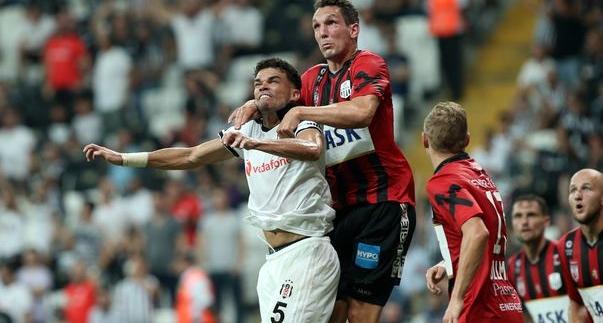 """""""Necip çabukluğu ve müdahaleleri ile Pepe'nin yanına çok yakıştı."""""""