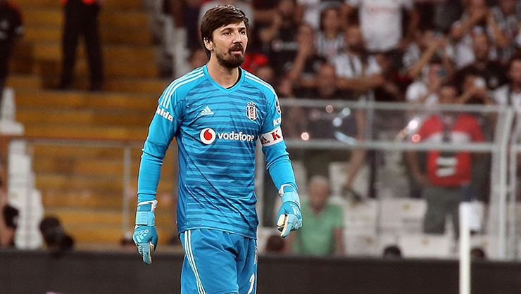 Beşiktaş'tan Tolga Zengin'e doğum günü kutlaması (VİDEO)