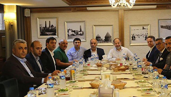 Erzurumspor Yönetimi ile dostluk yemeği yendi
