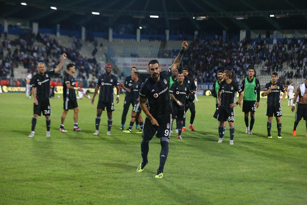 """Negredo'dan Beşiktaş taraftarına teşekkür mesajı: """"Benim bir tarafım hep siyah beyaz kalacak."""""""