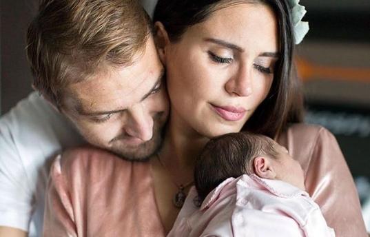 Caner Erkin ve Şükran Ovalı çiftinin kızları dünyaya geldi!