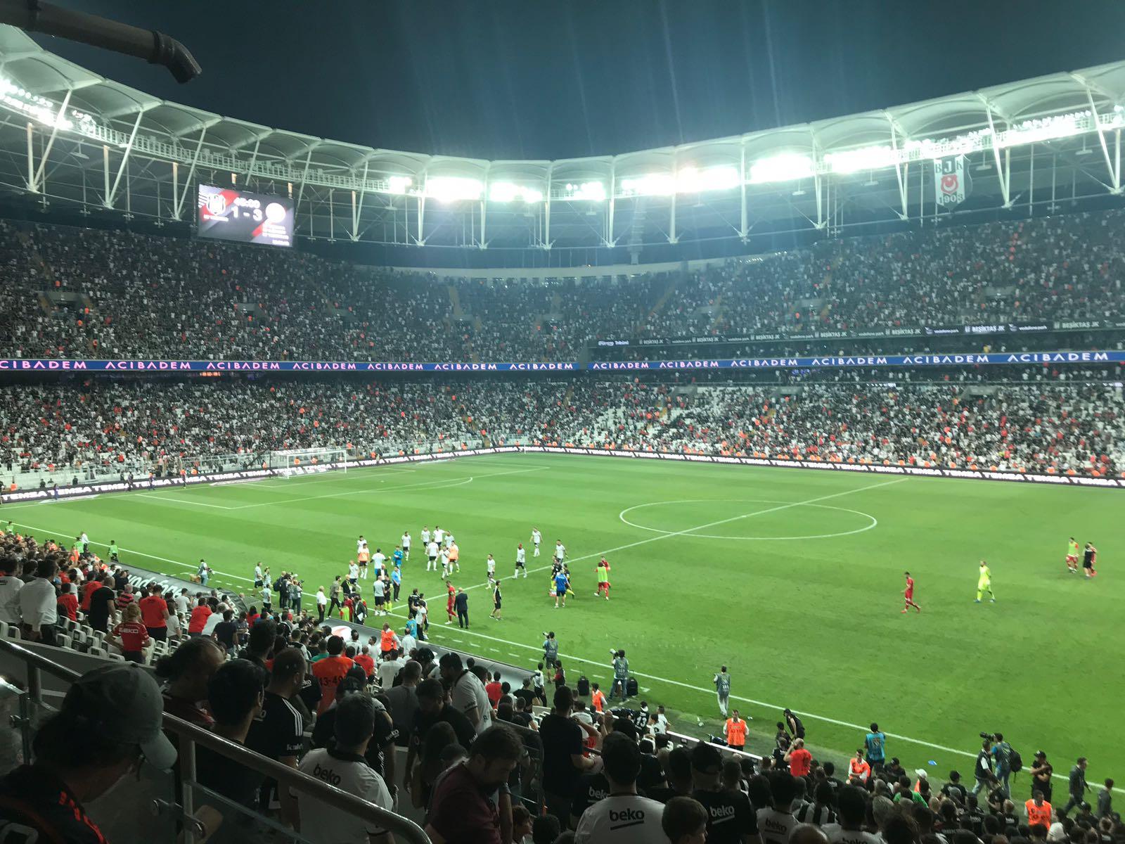 Beşiktaş taraftarından takıma destek!