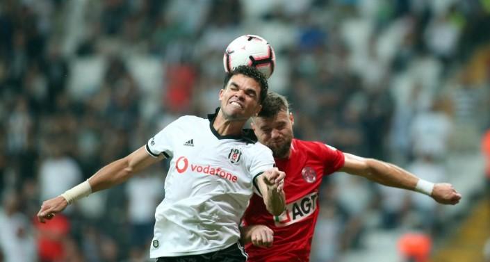 """Beşiktaş'a sürpriz darbe"""