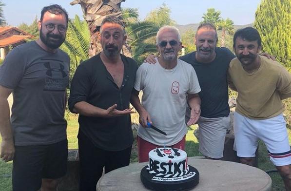 Zafer Algöz yeni yaşını Beşiktaş armalı pasta ile kutladı