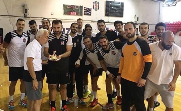 Beşiktaş Mogaz'da Müfit Arın'ın doğum günü kutlandı