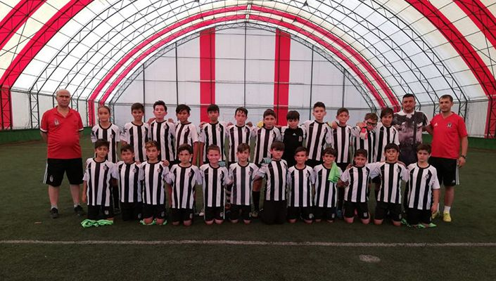 Afyon Beşiktaşlılar Derneği'nin Futbol Okulu öğrencileri yeni sezon hazırlıklarına başladı