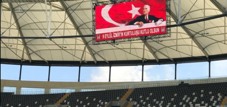 Vodafone Park'ta İzmir'in Kurtuluşu unutulmadı