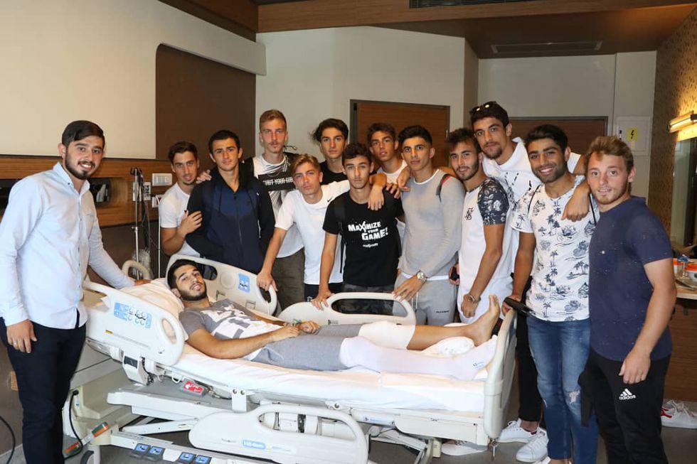 Beşiktaş U-21 Takımından Mertcan Açıkgöz'e geçmiş olsun ziyareti