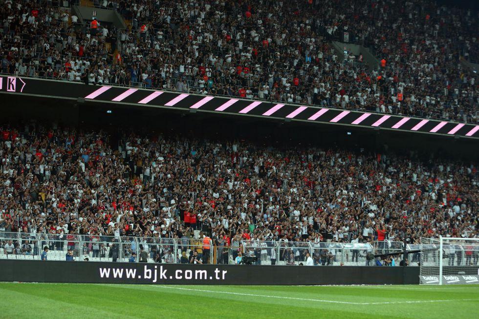 Beşiktaş taraftarından dikkat çeken mesaj: #YönetimUyumaBeşiktaşaSahipÇık