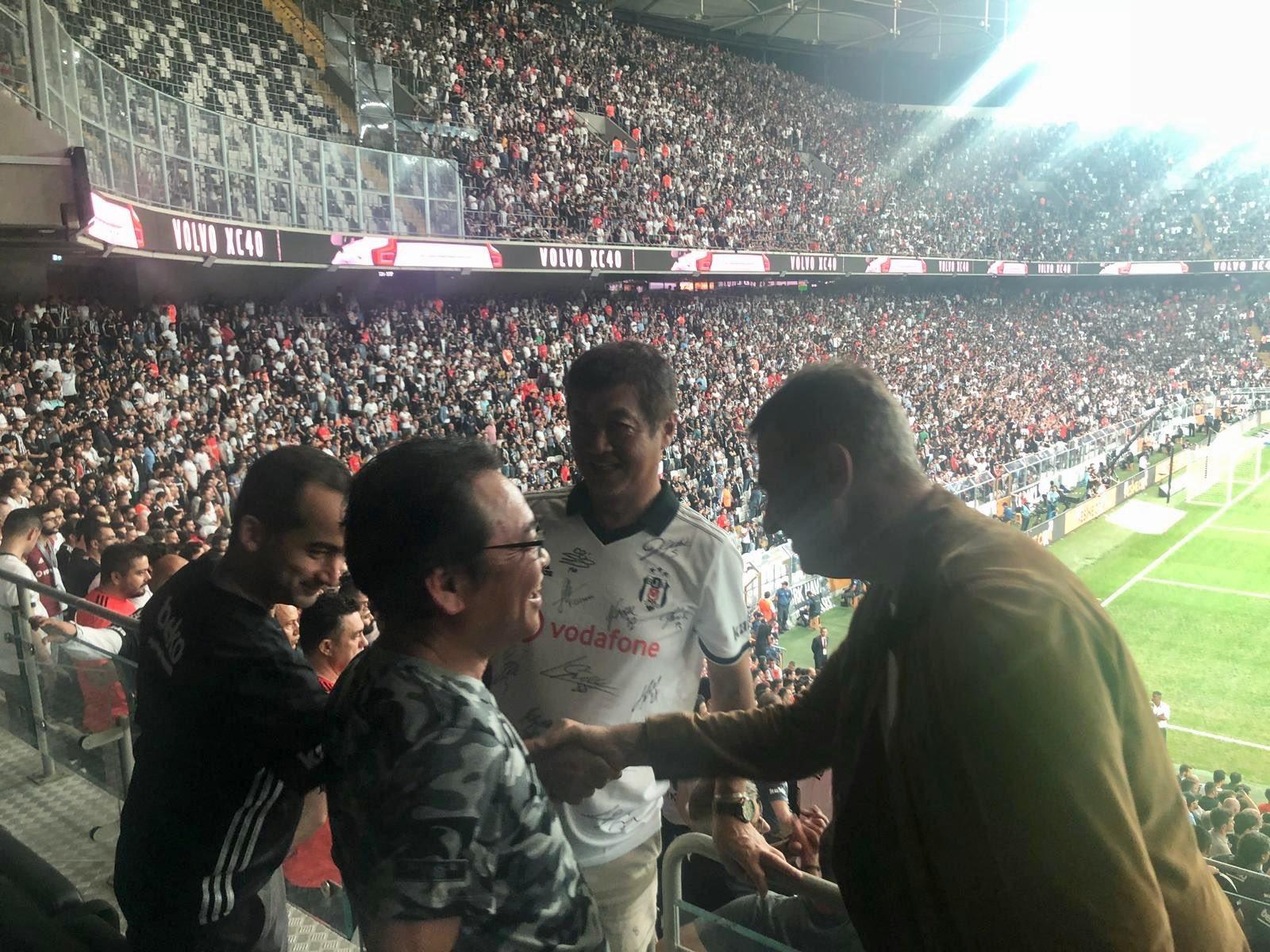 Beşiktaş'ın yeni sponsoru Mainichi'nin yetkilileri Vodafone Park'ta