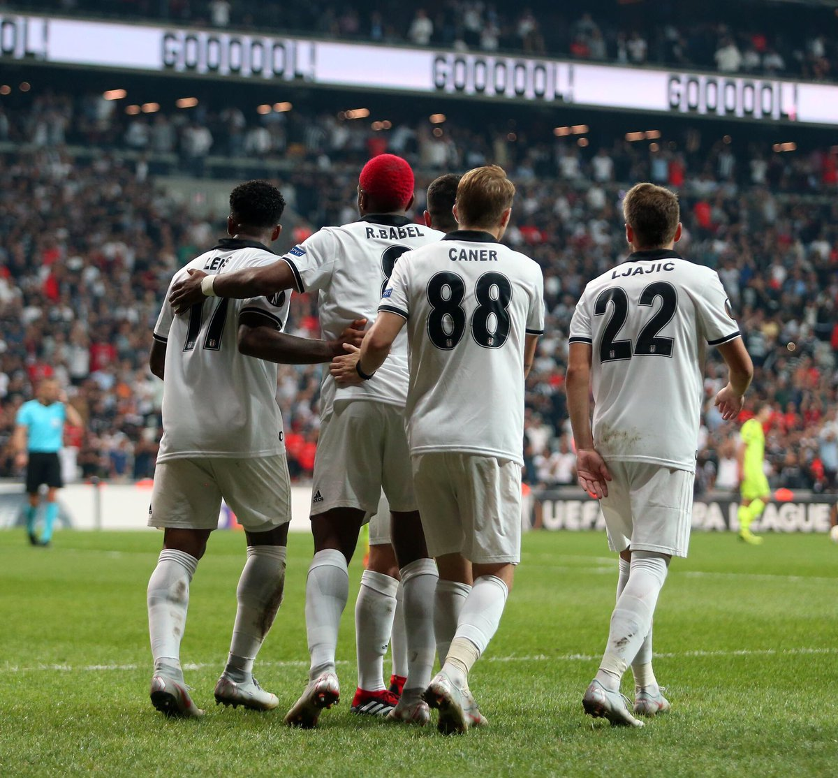 Beşiktaş, Sarpsborg'u rahat geçti!
