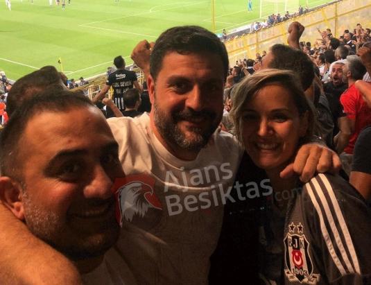 Candaş Tolga Işık ve Şafak Mahmutyazıcıoğlu maçı deplasman tribününde izledi