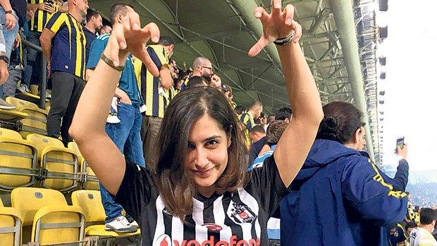 """Derbiyi Fenerbahçeliler'in arasında izleyen Yağmur Gurur yaşadıklarını anlattı: """"Babel'in golünde..."""""""
