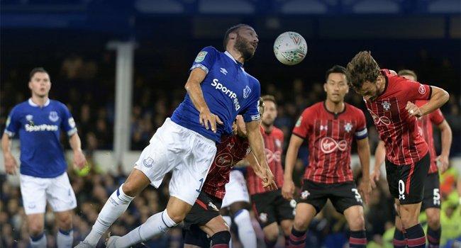 Cenk Tosunlu Everton, kupadan elendi