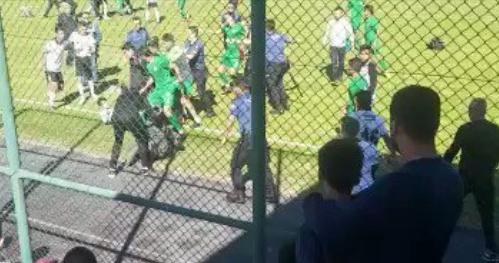 İşte Konyasporlu saldırganların, Beşiktaşlı futbolculara acımasızca saldırdığı o anlar! (VİDEO)