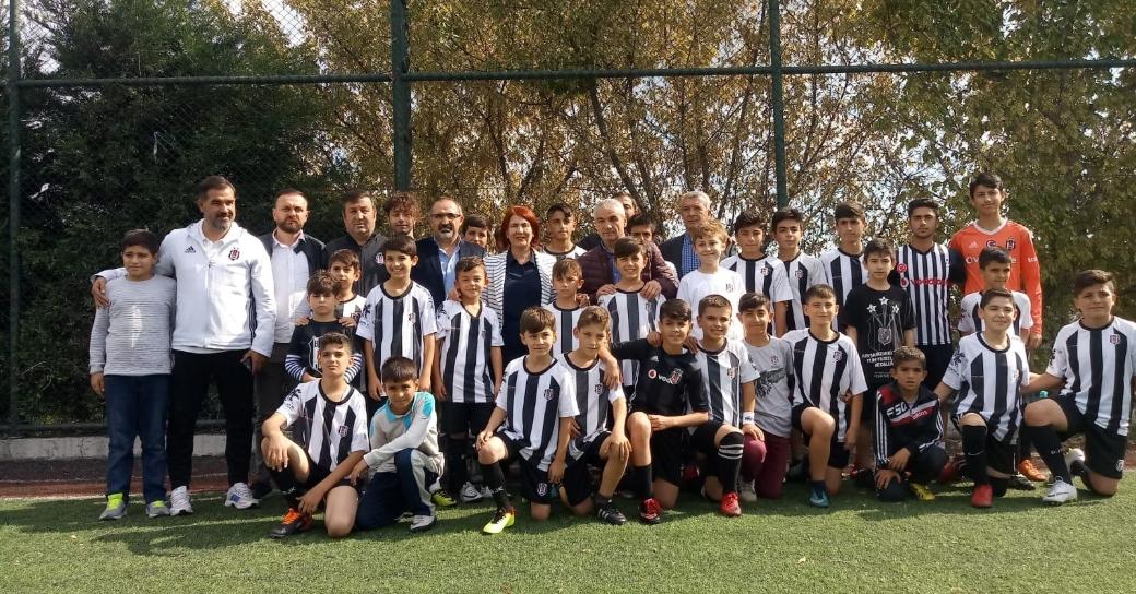 Konyaspor Teknik Direktörü Rıza Çalımbay'dan Beşiktaş Futbol Okuluna ziyaret