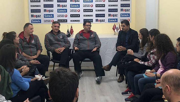 Süleyman Seba Spor Salonu'nda Spor Psikolojisi ve Antrenörlük Söyleşisi düzenlendi.