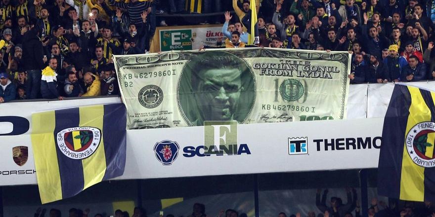 Kadıköy'de dev ''Dolar'' pankartı