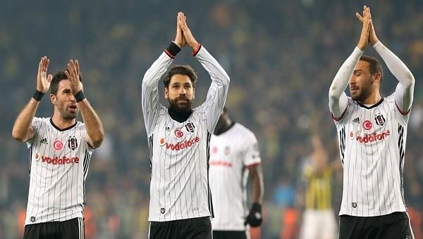 Beşiktaşlı futbolcular Kadıköy'de tribünlere çağrıldı
