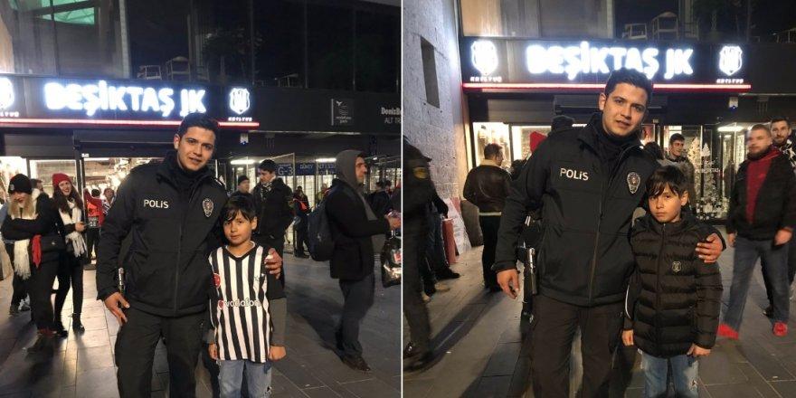Polis memurundan Beşiktaşlı taraftara anlamlı hareket