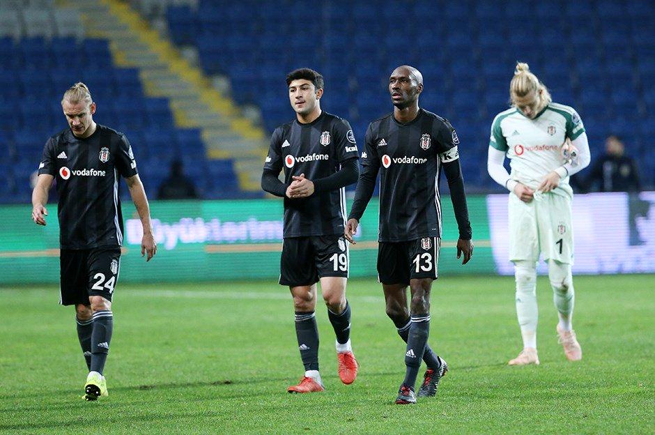 Beşiktaş'ta temizlik başlıyor! 4 yıldız isim gönderiliyor!