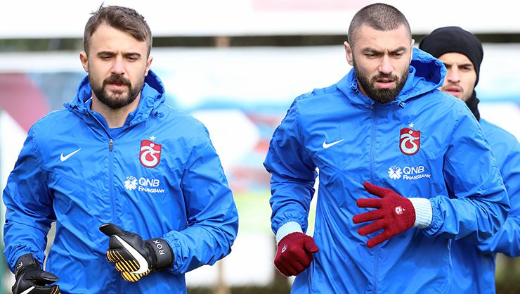 Burak Yılmaz ve Tolga Zengin'den futbolu bırakan Onur Kıvrak'a veda mesajı