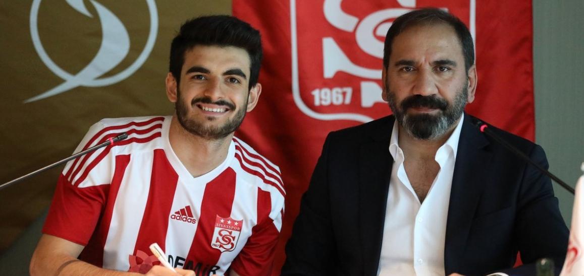 Fatih Aksoy resmi imzayı attı