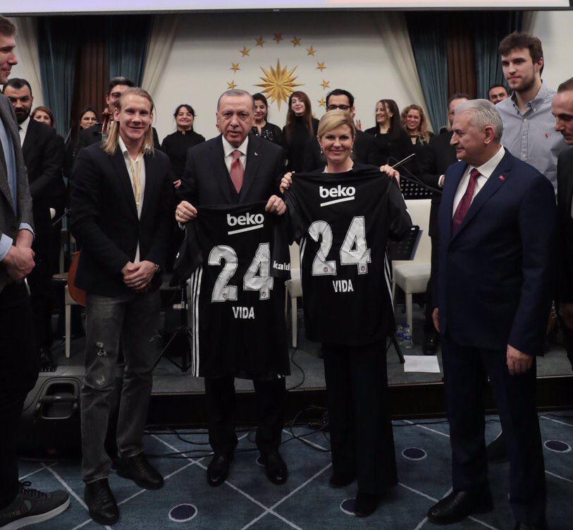 Vida'dan Erdoğan'a Beşiktaş forması