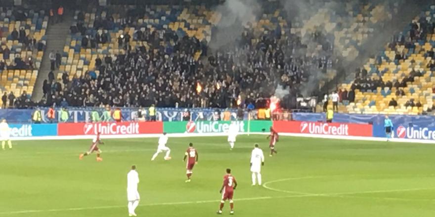 Dinamo Kiev taraftarı Türk Bayrağı yaktı