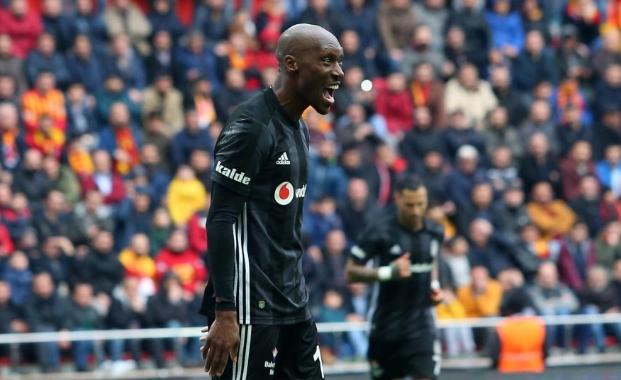 "Beşiktaşlı Atiba Hutchinson'a övgü yağmuru: ""Tarihimizin en iyisi!"""