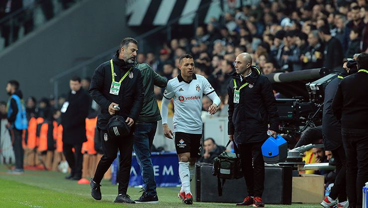 Beşiktaş'tan ayrılan Adriano'nun yeni takımı açıklandı!