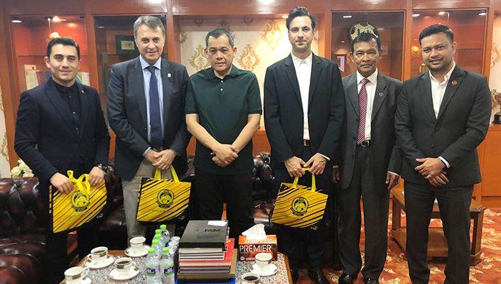 Fikret Orman'dan Malezya'da önemli temaslar