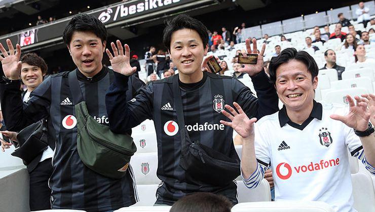 Japonlar, Kagawa'yı yalnız bırakmadı