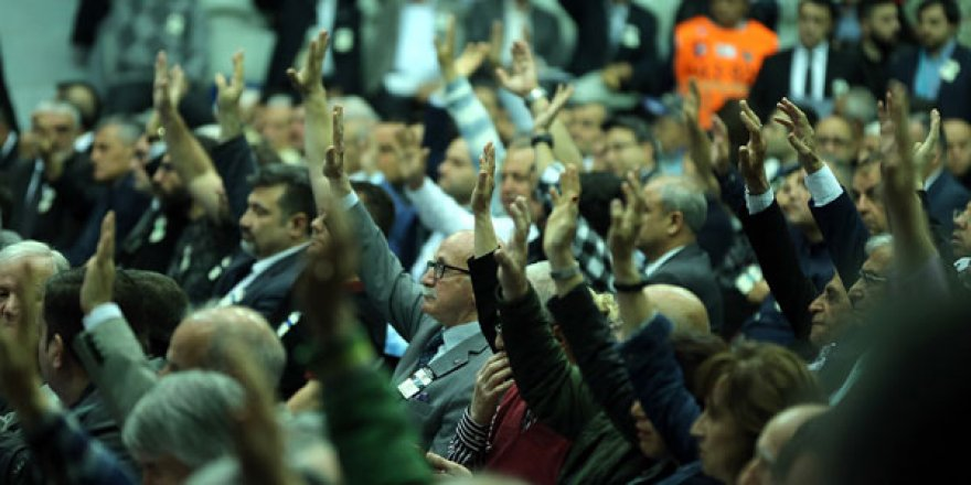 """Beşiktaş yönetimi mali ve idari açıdan """"ibra"""" edildi"""