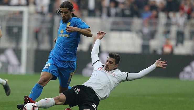 Adriano'nun yerine Tiago Pinto