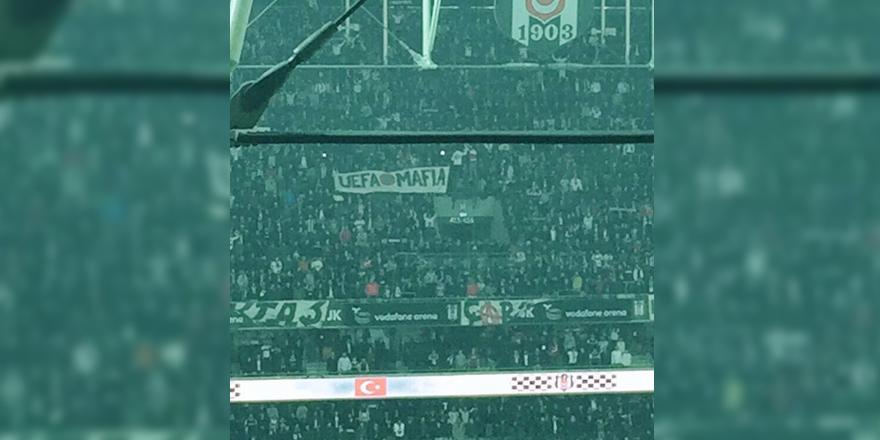 Vodafone Arena'da ''UEFA Mafia'' pankartı