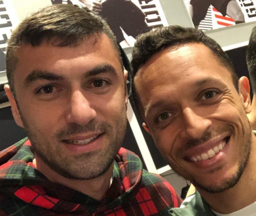 Adriano veda ediyor! Burak Yılmaz'dan teşekkür
