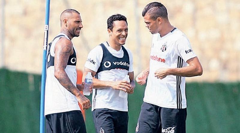 """Adriano kazan kaldırdı: """"Pepe'ye verdiniz ama!"""""""