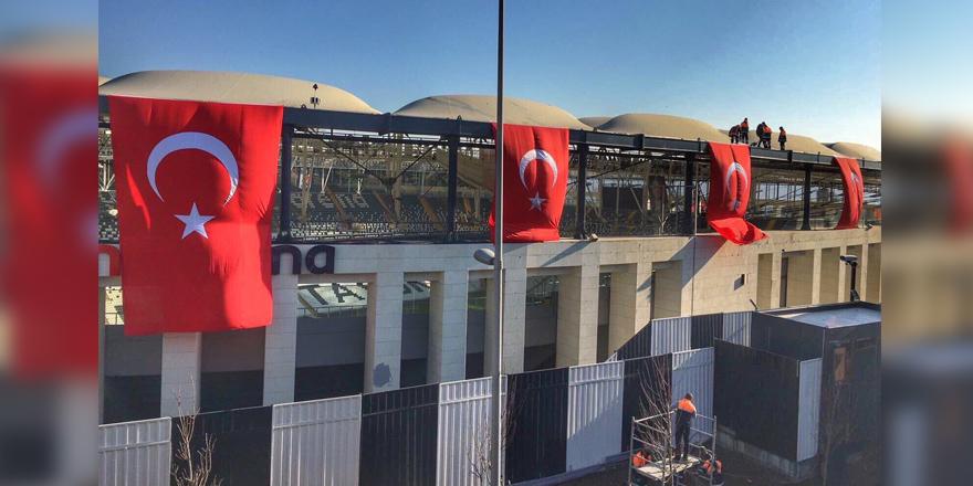 Vodafone Arena'ya Türk Bayrakları asıldı