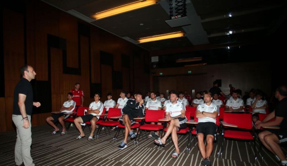 Futbolculara yeni kurallarla ilgili bilgilendirme yapıldı