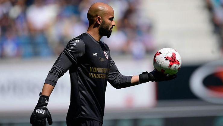 Beşiktaş'ın transfer listesinde olan Sinan Bolat, Göztepe yolunda